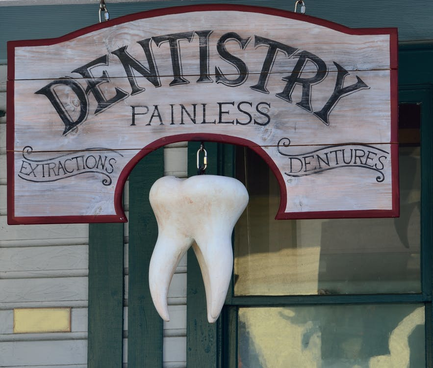 Cracked Tooth: 6 Signs It's Time To See A Cosmetic Dentist